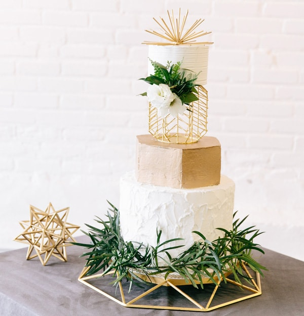 11 Modern Wedding Cakes to Have at Your Wedding!